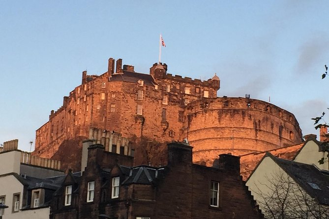 Explore Edinburgh - A private walking tour of the old town of Edinburgh photo 4