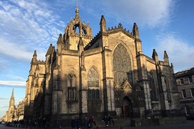 Explore Edinburgh - A private walking tour of the old town of Edinburgh photo 1