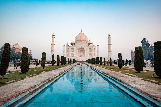 One Day Trip to Taj Mahal and Agra from Mumbai with Commercial Return Flights