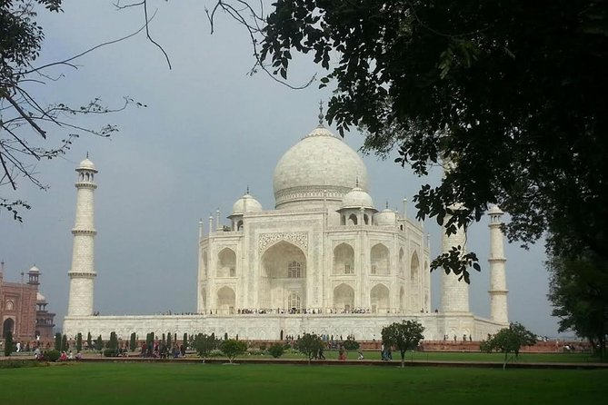 One Day Trip to The Taj Mahal and Agra from Pune with Commercial Return Flights