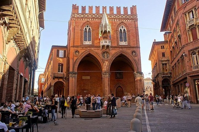 نقل خصوصي : من مدينة روما إلى مدينة بولونيا و العكس