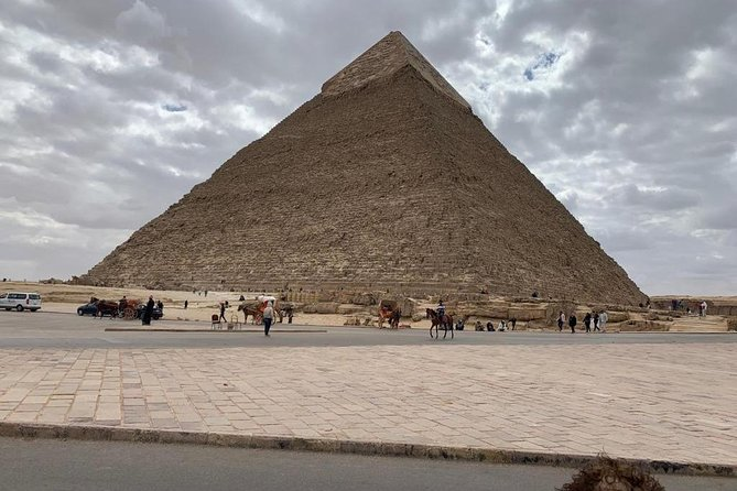 Hurghada Cairo visiting the pyramids one day by bus