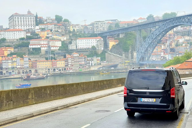 Private transfer from Lisbon, passing through Fátima, Coimbra and Aveiro