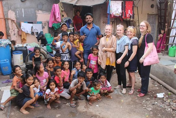 4 Hour Slum Tour With Sightseeing in Mumbai