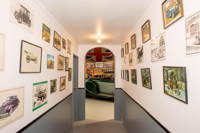 Private Napier Vintage Car Tour and Hooters Showroom Visit