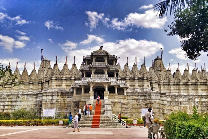 One Way Transfer From Udaipur To Jodhpur With Stop at Ranakpur Jain Temple