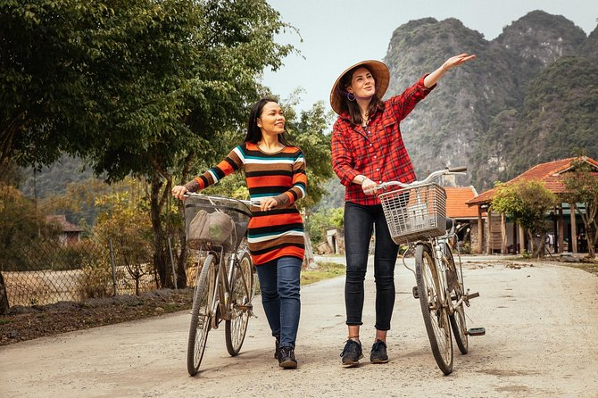 The Beauty of Hanoi by Bike: Private Tour with a Local