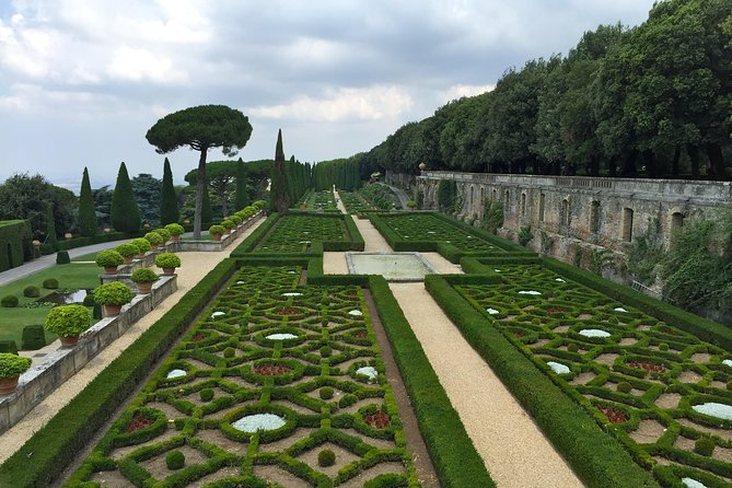 Pope's Summer Residence Tour in Castel Gandolfo and Wine Tasting in Frascati