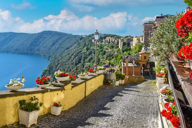 Half Day Pope's Summer Residence Tour with Lunch - Castel Gandolfo