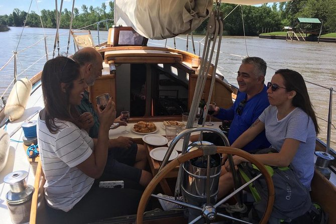 Sailing in Classic Sailboat with lunch on board
