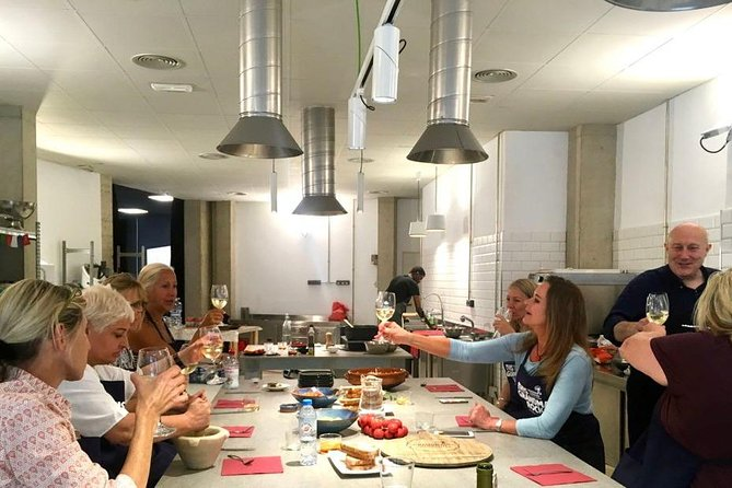 Market tour, cooking class and lunch with a local Grandma