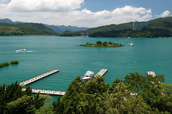 2 Days Sun Moon Lake & Lukang Historic Area Tour photo 4