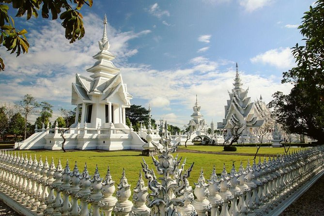 White Temple-Black House & Golden Triangle+Boat trip