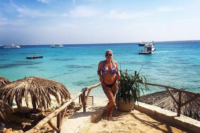 Paradise Island Full-Day Snorkeling Tour