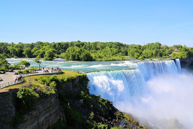 2-Day Niagara Falls and Tannersville Tour from New York by Bus