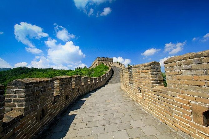 Beijing Tour of Acrobatics, Mutianyu Great Wall with Cable car up&Toboggan down