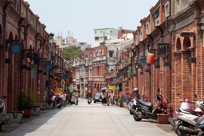 Sanxia & Yingge Old Street Walk from Taipei