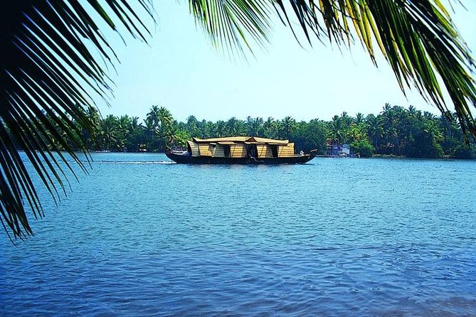 Short look Kerala Tour with Private Houseboat and Transportation