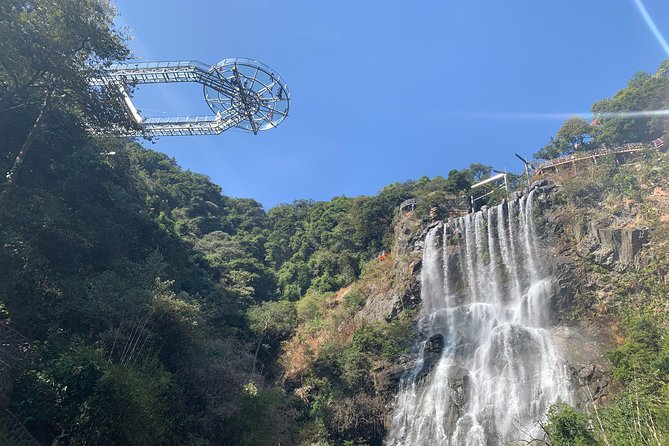 Private Overnight Tour to Gulong Canyon & Peak Corridor from Guangzhou