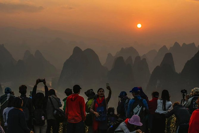 Full-Day Yangshuo Sunrise and Li-River cruise with the 4 Star Boat Private Tour