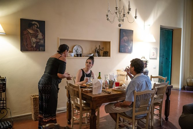 Dining experience at a Cesarina's home in Bari with show cooking
