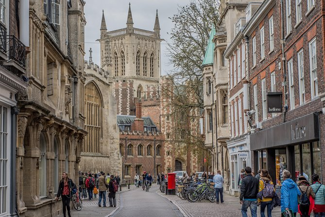 Alumni-Guided Cambridge University & City Tour in Mandarin