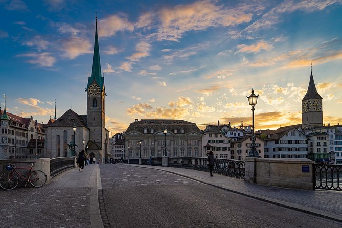 Zurich Walking Tour: Albert Einstein's Exploration Game in the OLD TOWN