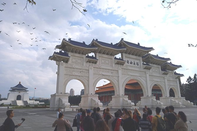 8-hour Northern Taiwan Tour with an English-Speaking Licensed Guide & Driver