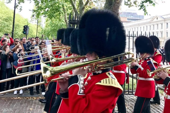 Changing of the Guard at Buckingham Palace Family Friendly Tour
