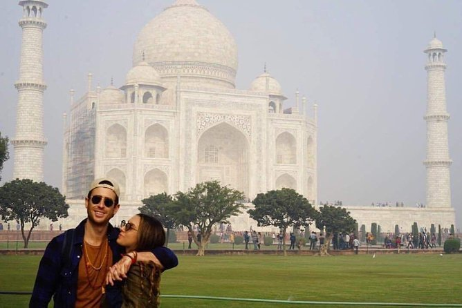 Day tour to Taj Mahal & Agra fort from Delhi,5 star hotel lunch included . photo 4