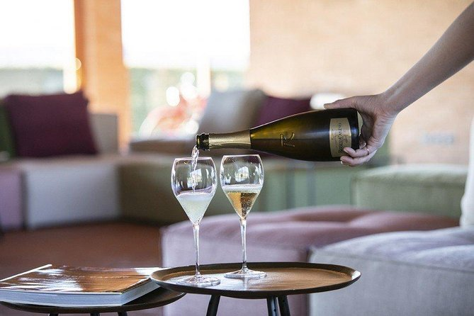 Private Sparkling wine day tour from Milan