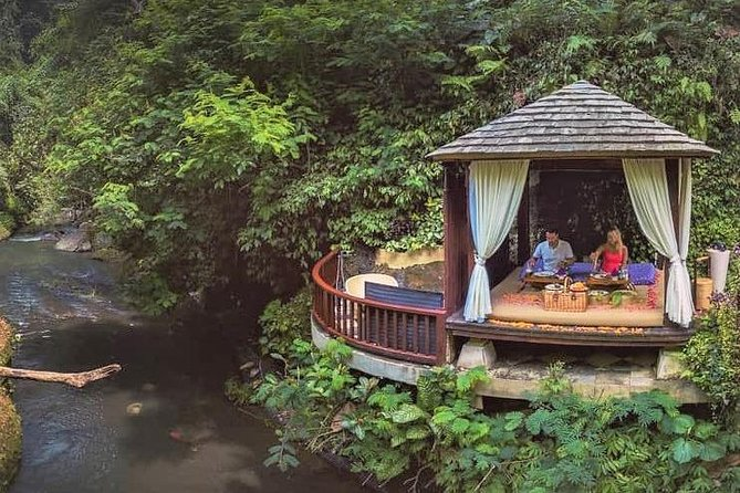 Romantic Riverside Picnic Lunch Experience at Hanging Gardens of Bali