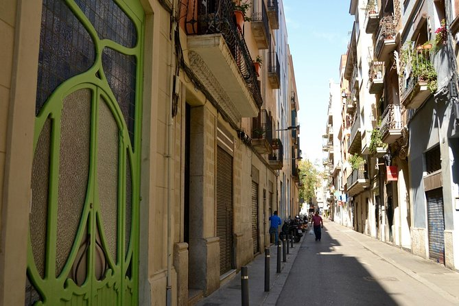 Gamified Discovery Walk in Barcelona's Gracia: tapas, terraces and true tales