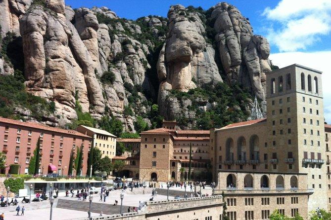 Wineries & Montserrat private tour (8 hours)