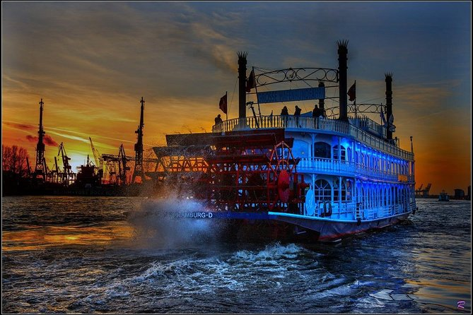 Lights tour through the port of Hamburg and to the historic warehouse district