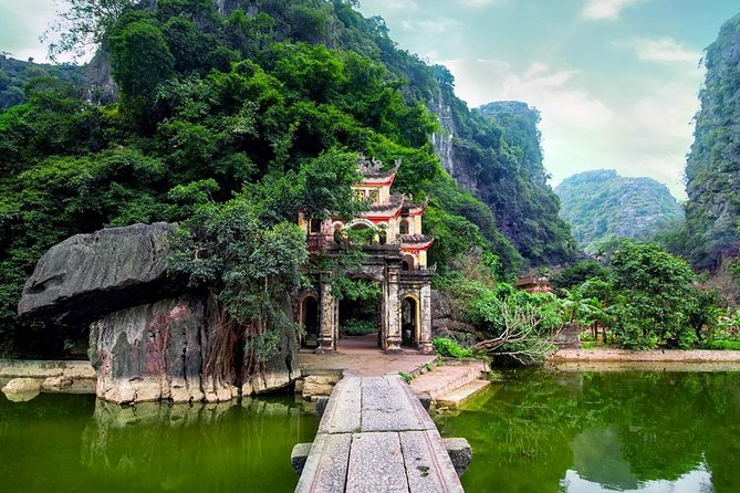 Ninh Binh's Ancient Dynasties, Caves, and Karsts Tour