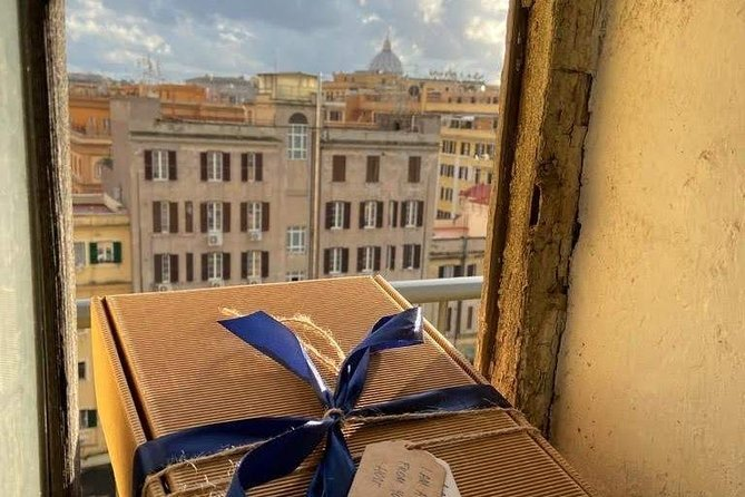 Rome: Photoshooting at the Colosseum with anecdotes from a private guide and Aperitivo Box