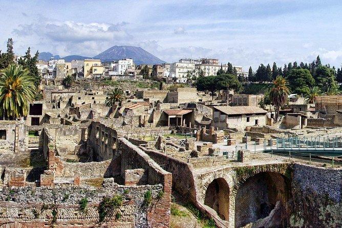 Visit Pompeii, Vesuvius, Herculaneum (FullDay 8hrs)