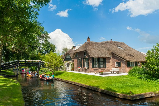Giethoorn Small Group Tour with THIS IS HOLLAND