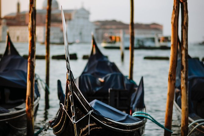 Proposal Gondola Ride in Venice with hotel pickup