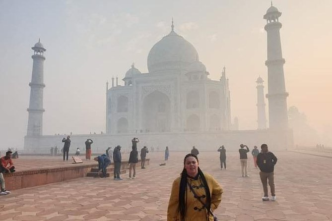 Private Taj Mahal Sunrise and Agra Fort Day Tour with Fatehpur Sikri from Delhi