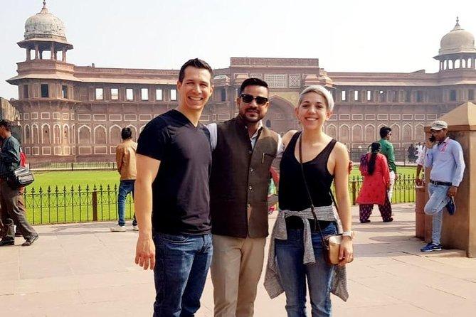 Overnight Taj Mahal Sunrise Tour from Mumbai with Round-Trip Flight