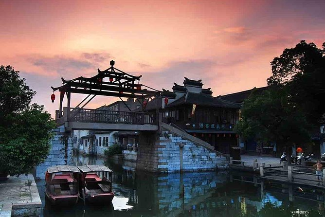 Private Tour To Tongli Town, Suzhou Museum & Pingjiang Road with Vegeterian Food