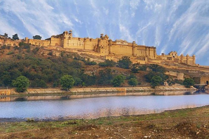 4 Days Guided Jaipur, Ranthambore Tigers, Udaipur Tour With Safari,Lunch & Hotel
