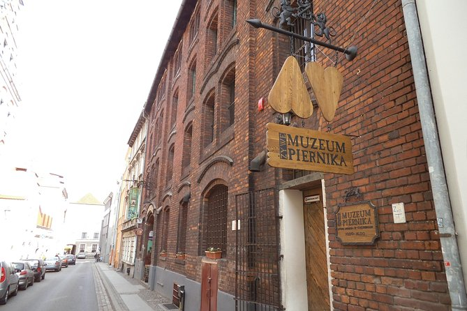 Torun: Living Museum of Gingerbread and Old Town Private Walking Tour photo 3