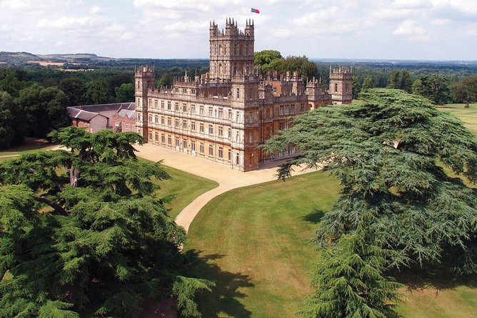 Downton Abbey Filming Locations Tour from London by Black Taxi