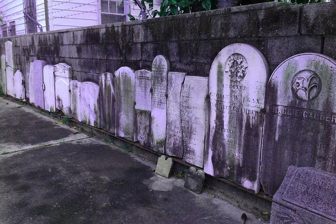 Charleston Walking Tour: Two Bars, One Graveyard, and a Ghost Story