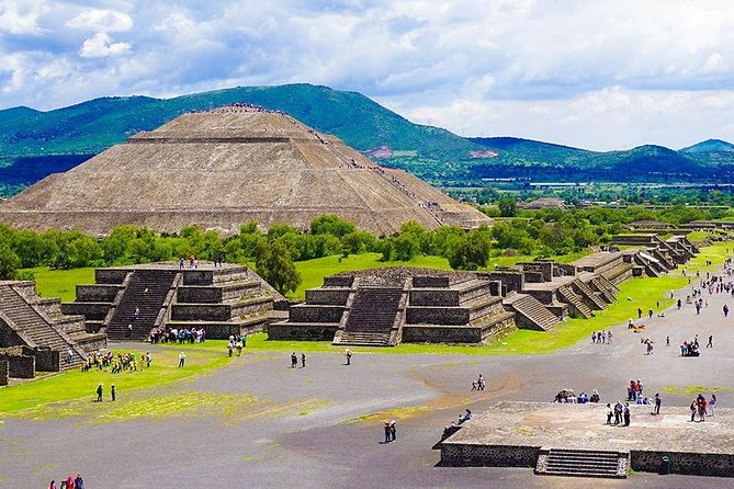 1-day excursion to Mexico City and Pyramids of Teotihuacán
