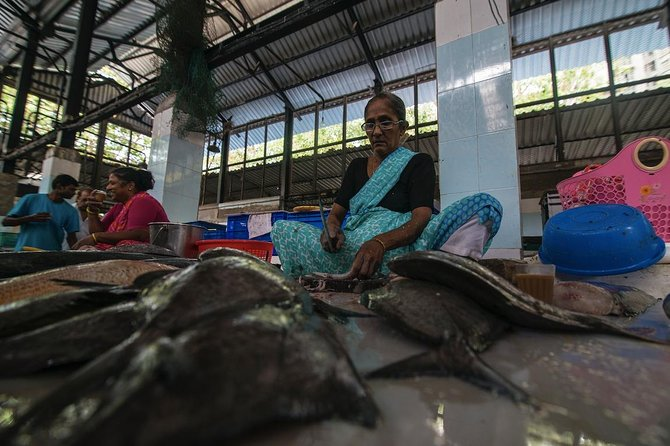 2 Days of Offbeat Mumbai: Spice Market, Worli Fishing Village & Colonial Walk
