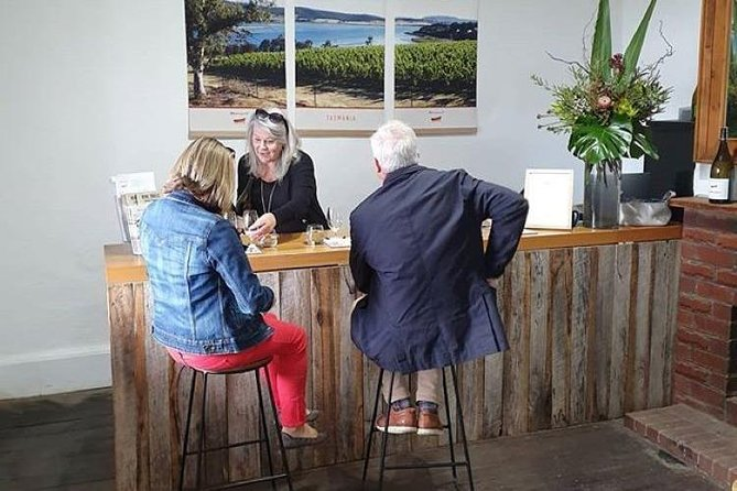 Hobart Small Group Wine Tour Sunday Afternoon: Wines, Gins & Cheeses